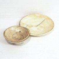 趣味の器・三つ足・中鉢・丸皿・2点セット