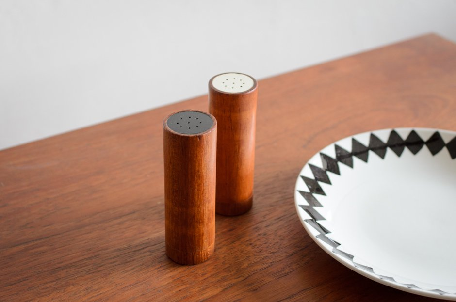 DIGSMED Teak Salt & Pepper Shaker