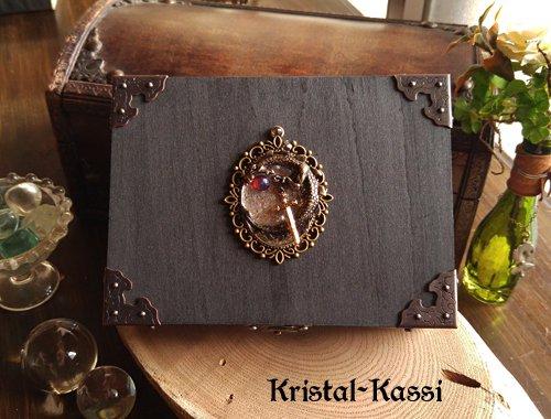 タロットカードケース 宝玉と剣を守るドラゴンの紋章