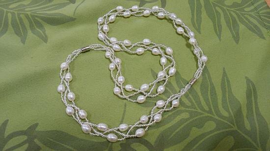 ステキ!!シニアにも、着脱簡単!簡単にネックレスが着く!もちろん送料無料!本物のネックレスです!