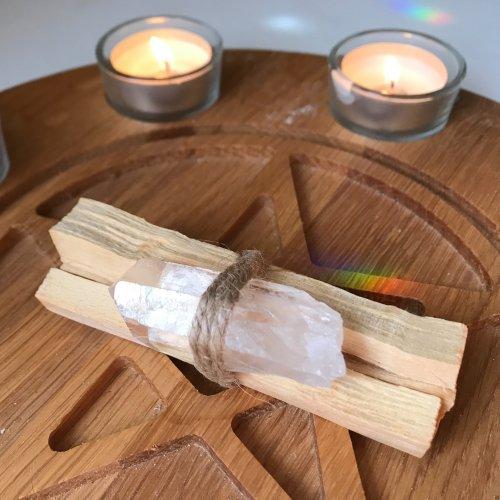 聖なる香木「パロ・サントスティック4本セット(ヒマラヤ産クリスタルクオーツ付き)」