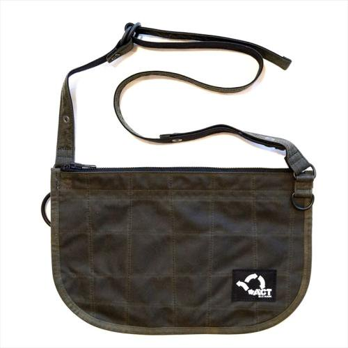 ACT / OILED BUM FLAP SACOCHE - OLIVE