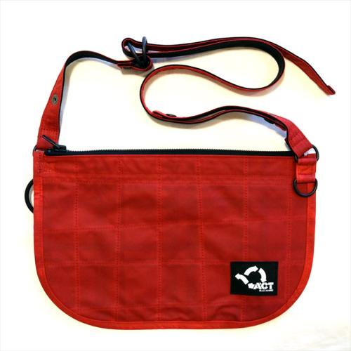ACT / OILED BUM FLAP SACOCHE - RED