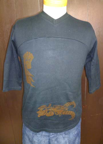 ONE OFF 3/4 SLEEVE V neck T-shirts-S size