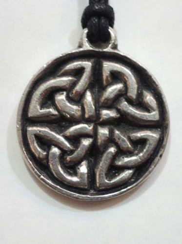 Celtic pendants / The Highland Knot