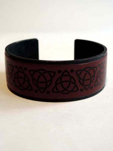 GARA / CELTIC BRASS BANGLE - RED