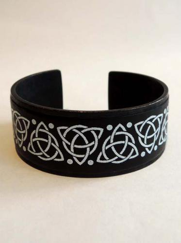GARA / CELTIC BRASS BANGLE - BLACK