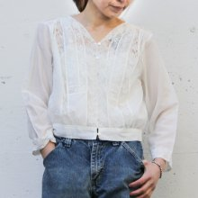 <img class='new_mark_img1' src='https://img.shop-pro.jp/img/new/icons14.gif' style='border:none;display:inline;margin:0px;padding:0px;width:auto;' />Vanessa   Blanche   Lace   Blouse