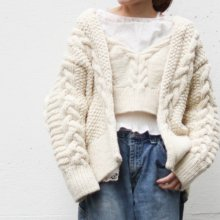 <img class='new_mark_img1' src='https://img.shop-pro.jp/img/new/icons47.gif' style='border:none;display:inline;margin:0px;padding:0px;width:auto;' /> Anna Cable Knit cardigan