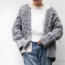 <img class='new_mark_img1' src='https://img.shop-pro.jp/img/new/icons55.gif' style='border:none;display:inline;margin:0px;padding:0px;width:auto;' /> Anna Cable Knit cardigan