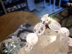 クラック水晶とバラのバラのクリスタルポイント付きブレスレット