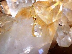 《水晶しずく型ゴールド・カットクリスタルペンダント》