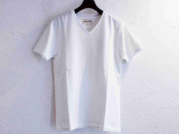 Classic V-neck Tee 【WHITE】 / August Roots