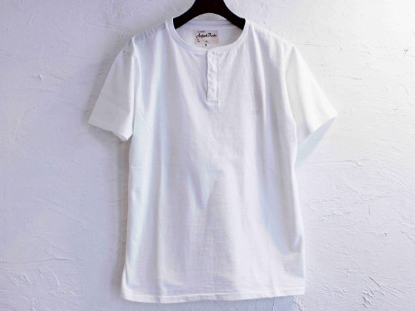 Classic Henley Neck Tee 【WHITE】 / August Roots