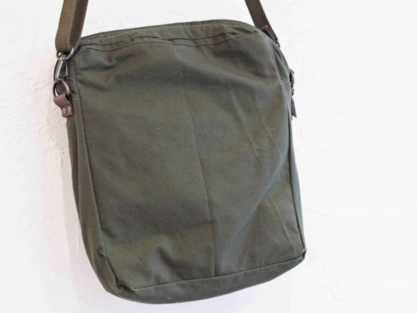 CZ FASTENER SHOULDER BAG 【ARMY】 / Nasngwam. ×early morning
