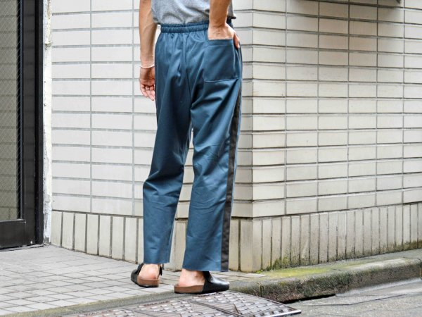 SIDE LINE EASY PANTS 【CHACOAL】 / modemdesign