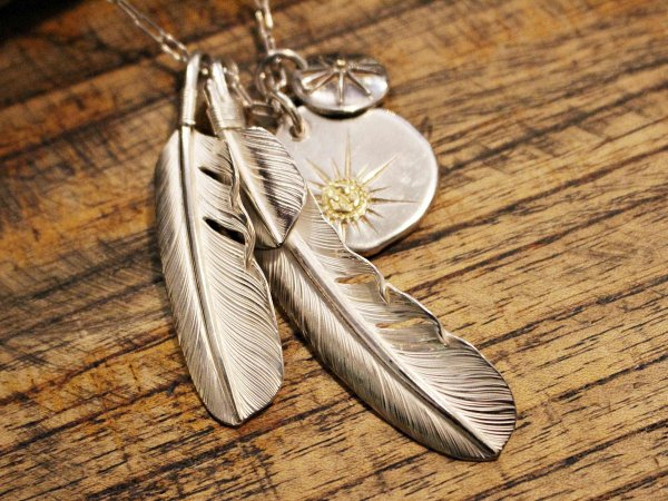 FEATHER (L) with HEART FEATHER / SUNSHINE STUDIO