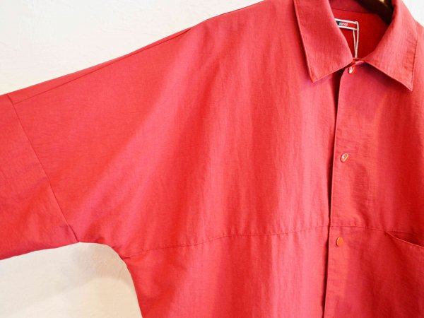 BEKA COACH JACKET 【RED】 / ionoi<img class='new_mark_img2' src='//img.shop-pro.jp/img/new/icons1.gif' style='border:none;display:inline;margin:0px;padding:0px;width:auto;' />
