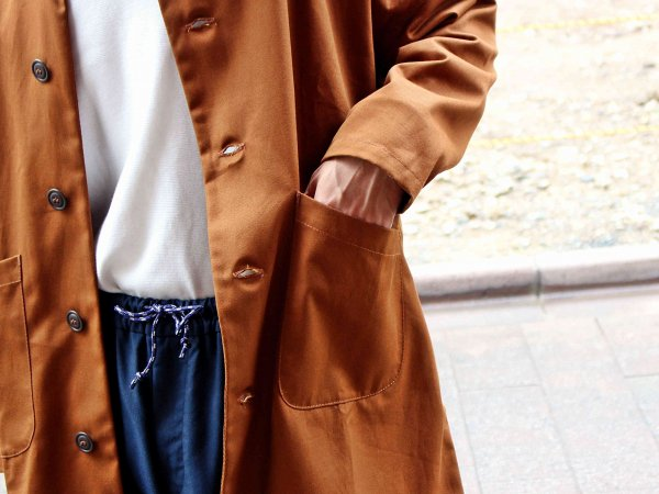 DUSTER COAT 【TAN】 / YARMO<img class='new_mark_img2' src='//img.shop-pro.jp/img/new/icons1.gif' style='border:none;display:inline;margin:0px;padding:0px;width:auto;' />