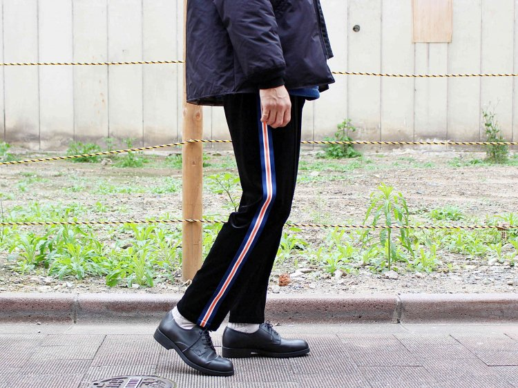 ORBIT PANTS( (VELOR) 【BLACK】 / ionoi<img class='new_mark_img2' src='https://img.shop-pro.jp/img/new/icons55.gif' style='border:none;display:inline;margin:0px;padding:0px;width:auto;' />