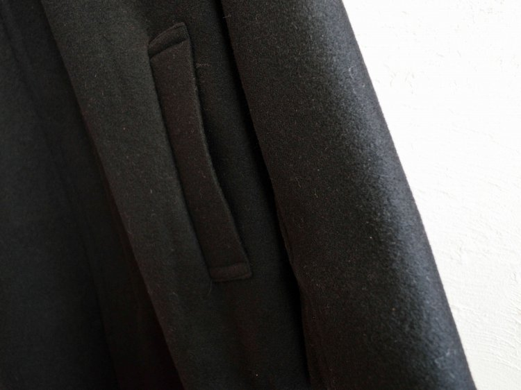 ENGLAND LAM WOOL OVER COAT 【BLACK】 / LAMOND ラモンド<img class='new_mark_img2' src='https://img.shop-pro.jp/img/new/icons1.gif' style='border:none;display:inline;margin:0px;padding:0px;width:auto;' />