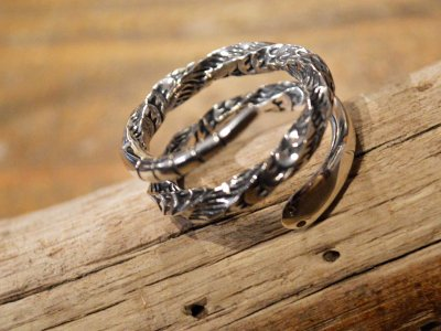 Snake Ring / Tsunai Haiya<img class='new_mark_img2' src='https://img.shop-pro.jp/img/new/icons1.gif' style='border:none;display:inline;margin:0px;padding:0px;width:auto;' />