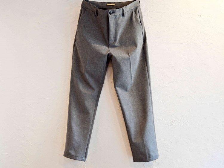 CENTER PRESS TAPERED PANTS 【GRAY】 / LAMOND