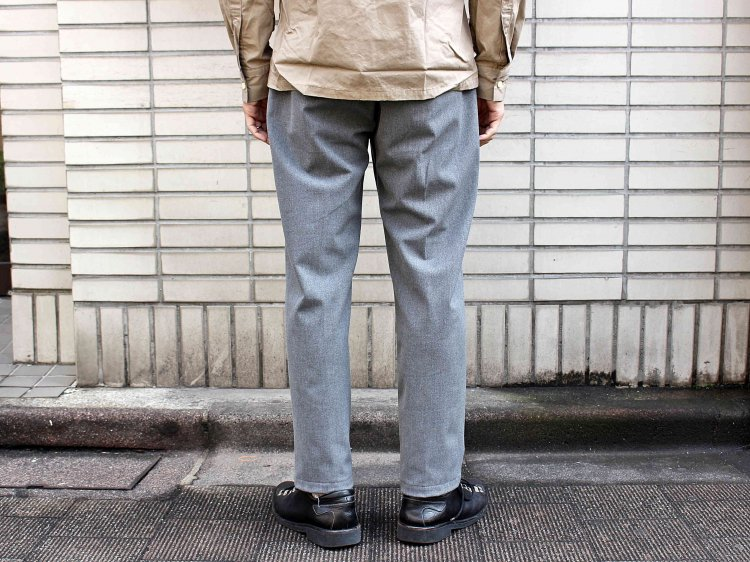 CENTER PRESS TAPERED PANTS 【GRAY】 / LAMOND