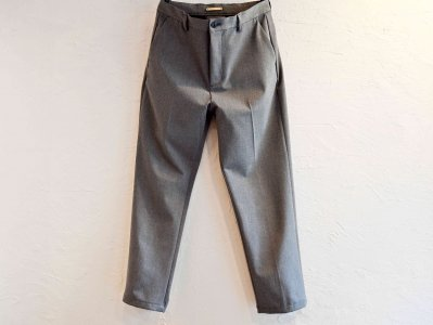 CENTER PRESS TAPERED PANTS 【GRAY】 / LAMOND<img class='new_mark_img2' src='https://img.shop-pro.jp/img/new/icons1.gif' style='border:none;display:inline;margin:0px;padding:0px;width:auto;' />