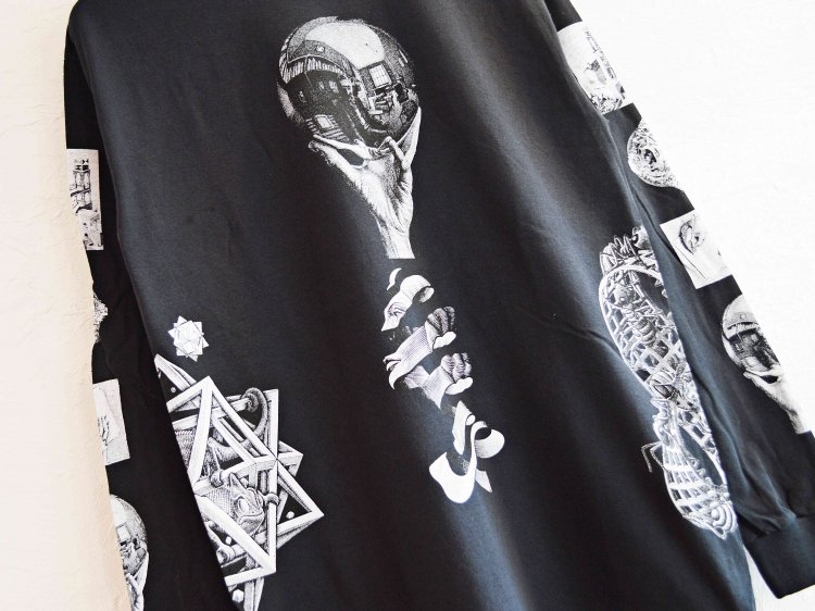 REFLECTION MUL TIART L/S TEE 【BLACK】 / MC ESCHER<img class='new_mark_img2' src='https://img.shop-pro.jp/img/new/icons1.gif' style='border:none;display:inline;margin:0px;padding:0px;width:auto;' />