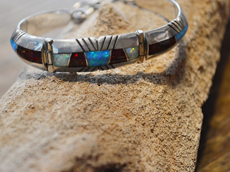 Navajo BRACELET(CHESTER BE NALLY チェスター ベナリ) / Indian jewelry<img class='new_mark_img2' src='https://img.shop-pro.jp/img/new/icons1.gif' style='border:none;display:inline;margin:0px;padding:0px;width:auto;' />