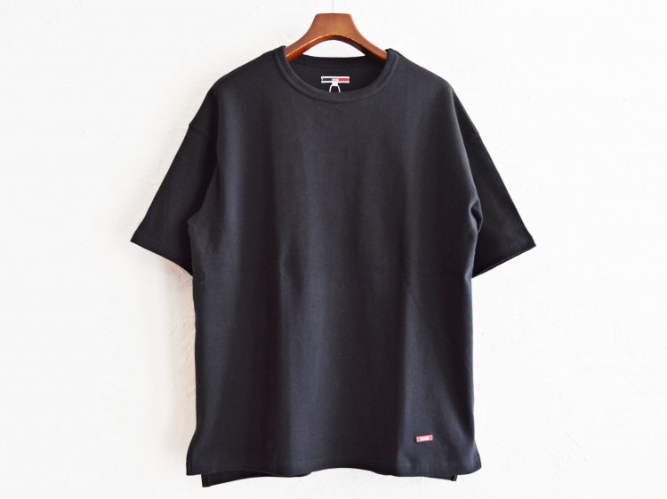 HABIT TEE 【BLACK】 / ionoi
