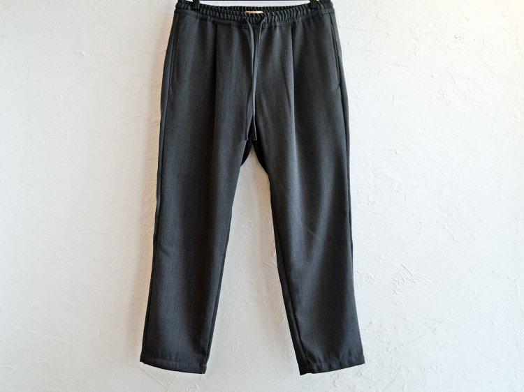 KASHIDOSU WOOL TAPERED PANTS 【CHACOAL】 / LAMOND