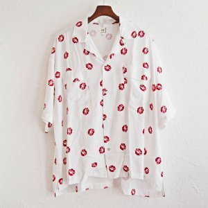 O.K オーケー / Kiss mark S/S SHIRTS 総柄半袖シャツ (WHITE ホワイト)<img class='new_mark_img2' src='https://img.shop-pro.jp/img/new/icons1.gif' style='border:none;display:inline;margin:0px;padding:0px;width:auto;' />