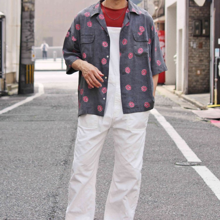 O.K オーケー / Kiss mark S/S SHIRTS 総柄半袖シャツ (BLACK ブラック)<img class='new_mark_img2' src='https://img.shop-pro.jp/img/new/icons1.gif' style='border:none;display:inline;margin:0px;padding:0px;width:auto;' />