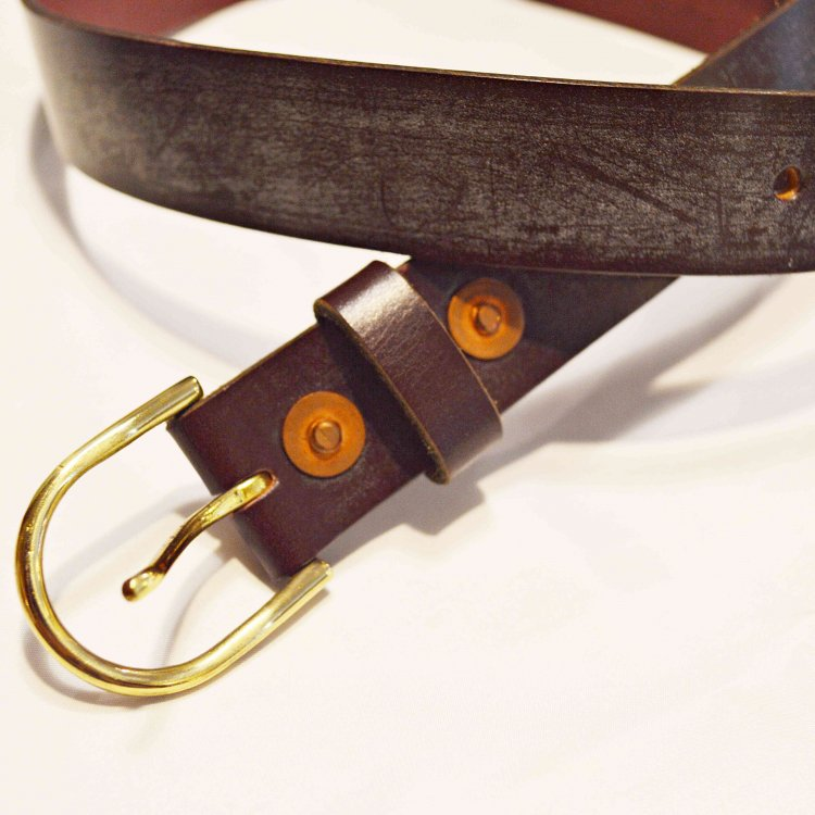 saranam サラナン / RIVET ARCH BELT リベットアーチベルト (UK BRIDLE WINE ワイン)<img class='new_mark_img2' src='https://img.shop-pro.jp/img/new/icons1.gif' style='border:none;display:inline;margin:0px;padding:0px;width:auto;' />
