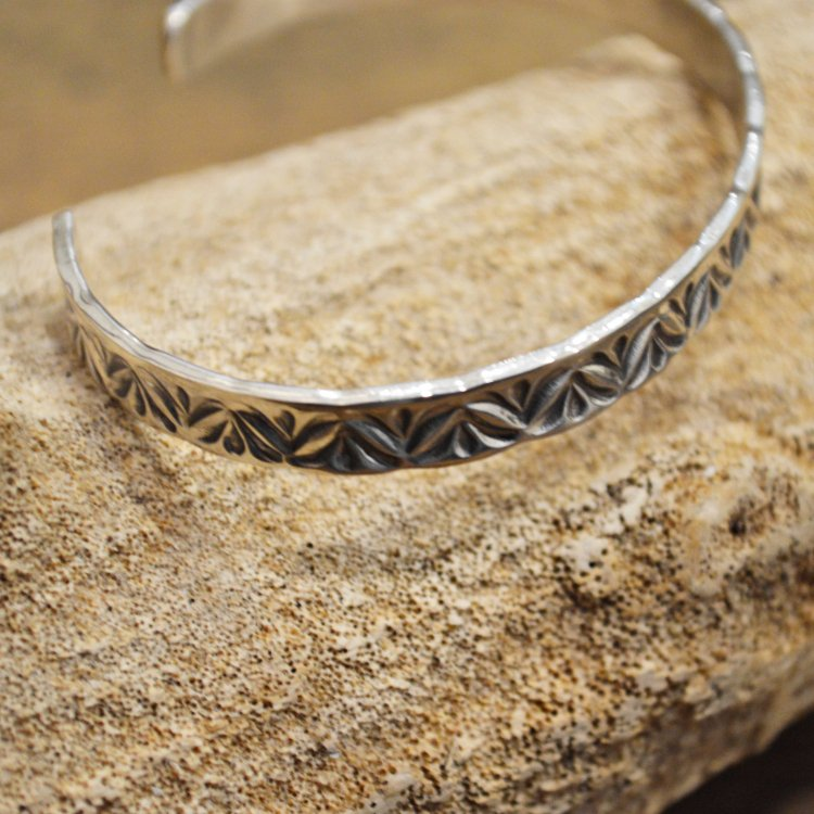Indian jewelry インディアンジュエリー / Navajo BANGLE ナヴァホバングル (HENRY MARIANO ヘンリーマリアーノ)<img class='new_mark_img2' src='https://img.shop-pro.jp/img/new/icons1.gif' style='border:none;display:inline;margin:0px;padding:0px;width:auto;' />