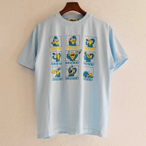 Nasngwam. ナスングワム / REMOTE DRINKING TEE プリントTシャツ(LIGHT BLUE ライトブルー)<img class='new_mark_img2' src='https://img.shop-pro.jp/img/new/icons1.gif' style='border:none;display:inline;margin:0px;padding:0px;width:auto;' />