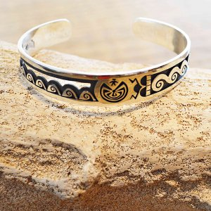 Indian jewelry インディアンジュエリー / HOPI BANGLE ホピバングル (LUCION KOINVA ルシオンコインヴァ)<img class='new_mark_img2' src='https://img.shop-pro.jp/img/new/icons1.gif' style='border:none;display:inline;margin:0px;padding:0px;width:auto;' />