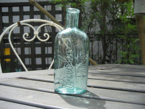 イギリスの古い薬瓶