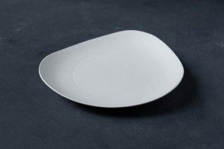 <img class='new_mark_img1' src='https://img.shop-pro.jp/img/new/icons13.gif' style='border:none;display:inline;margin:0px;padding:0px;width:auto;' />yumiko iihoshi porcelain イイホシユミコ SHIONARI plate 245mm color:white