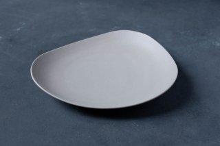 <img class='new_mark_img1' src='https://img.shop-pro.jp/img/new/icons13.gif' style='border:none;display:inline;margin:0px;padding:0px;width:auto;' />yumiko iihoshi porcelain イイホシユミコ SHIONARI plate 245mm color:gray