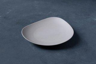 <img class='new_mark_img1' src='https://img.shop-pro.jp/img/new/icons13.gif' style='border:none;display:inline;margin:0px;padding:0px;width:auto;' />yumiko iihoshi porcelain イイホシユミコ SHIONARI plate 195mm color:gray