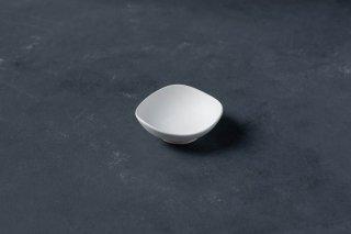 yumiko iihoshi porcelain イイホシユミコ SHIONARI almond dish  color:white