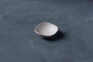 yumiko iihoshi porcelain イイホシユミコ SHIONARI almond dish  color: gray