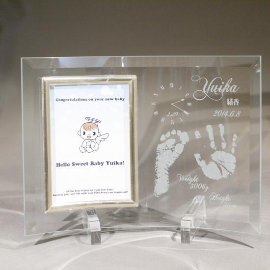 出産祝い・内祝いに!手形・足形を彫ったオリジナルフォトフレーム アクリルスタンド・簡易化粧箱付き