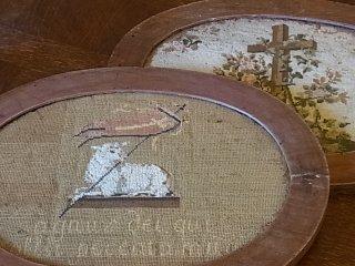 神の子羊と十字架の刺繍額装