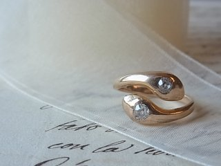 ダブルスネーク&ダイヤのリング