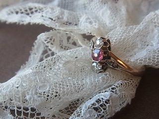 優雅なピンクルビー&ダイヤリング