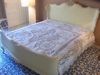 薔薇とリボンのベッドカバー